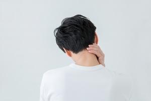 【症例】右首から肩の痛み、コリ、右手の痺れ(55歳男性)