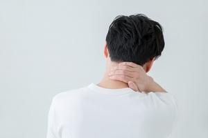【症例】ゴルフを始めてから、首が痛むようになった(34歳男性)